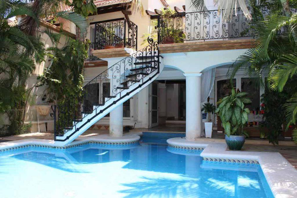 La Villa du Golf Cancun top budget hotel