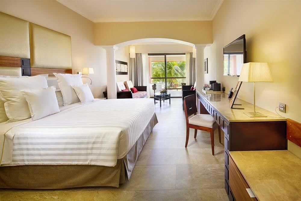 Barcelo-Maya-Beach-Resort-King-Suite