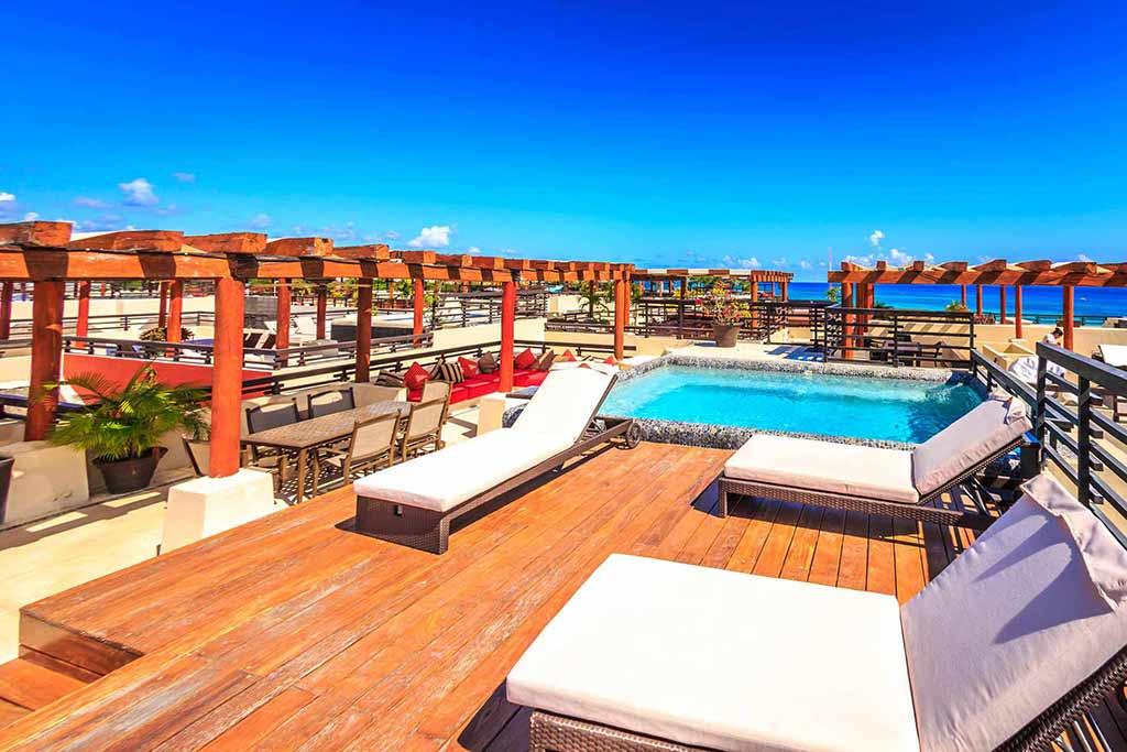 BRIC Vacation Rentals rooftop pool