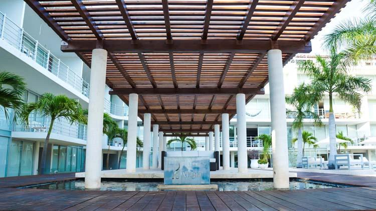 Magia Playa Courtyard